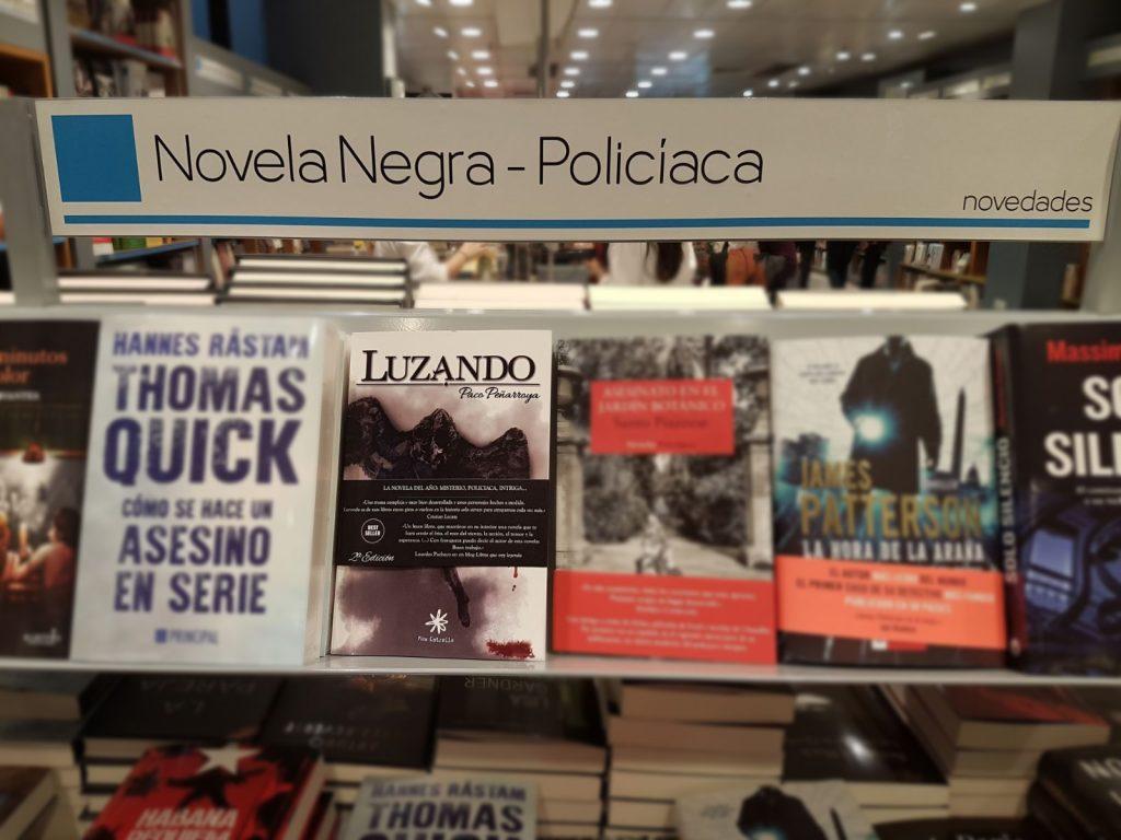 Luzando la novela de Paco Penarroya en el Corte Ingles
